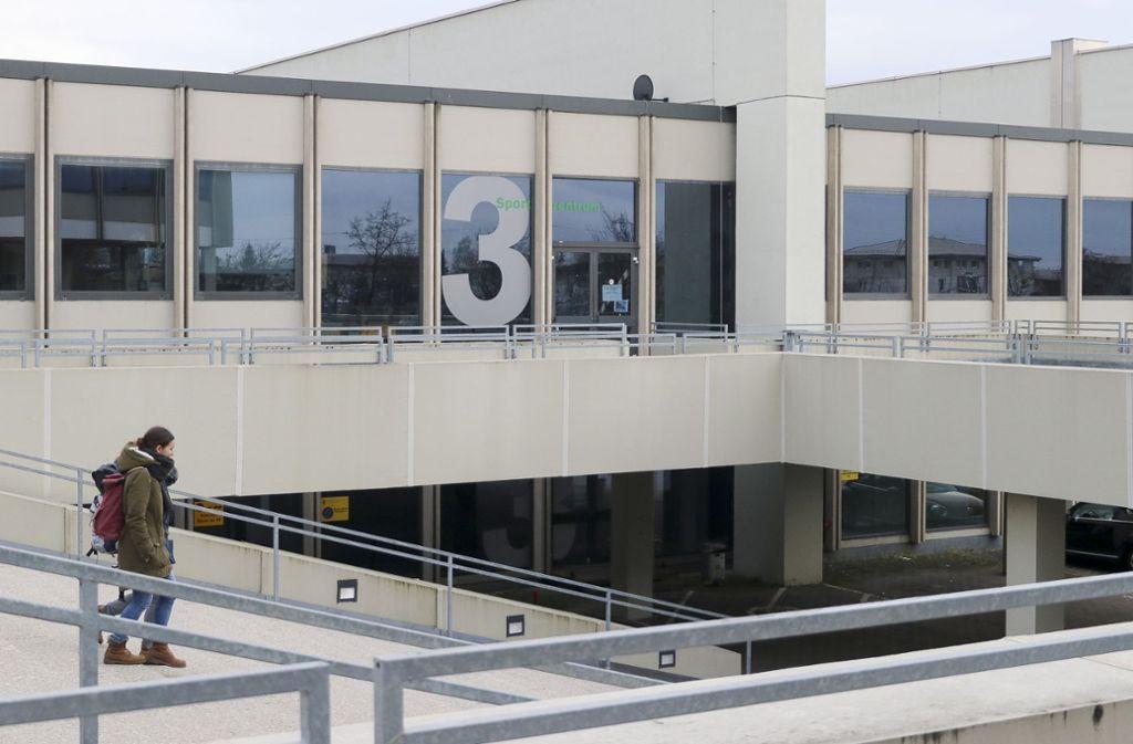 Für die gesperrte Sporthalle der Pädagogischen Hochschule ist Ersatz in Sicht. Foto: factum/Granville