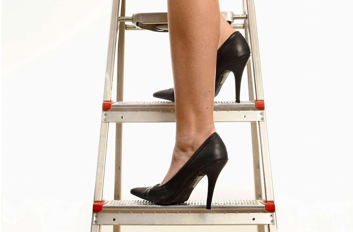 Nach oben geht es als Frau in der Bankenwelt offenbar nur mühsam. Foto: imago stock&people