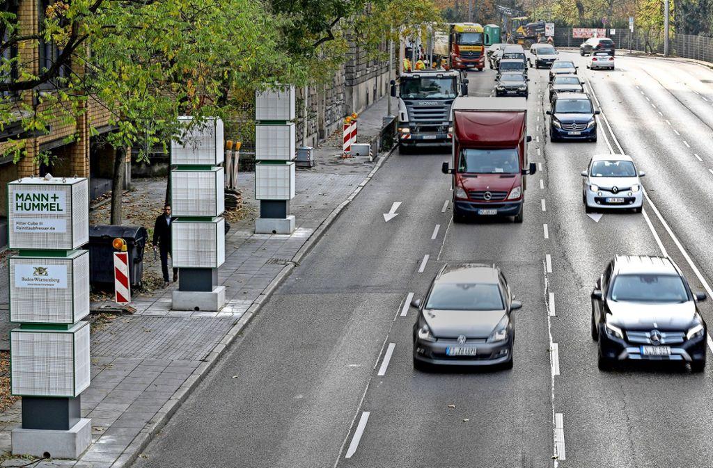 Auf der Cannstatter Straße soll der Verkehr bei hoher Schadstoffbelastung reduziert werden. Das Land schlägt eine Busspur vor. Foto: Lichtgut/Leif Piechowski