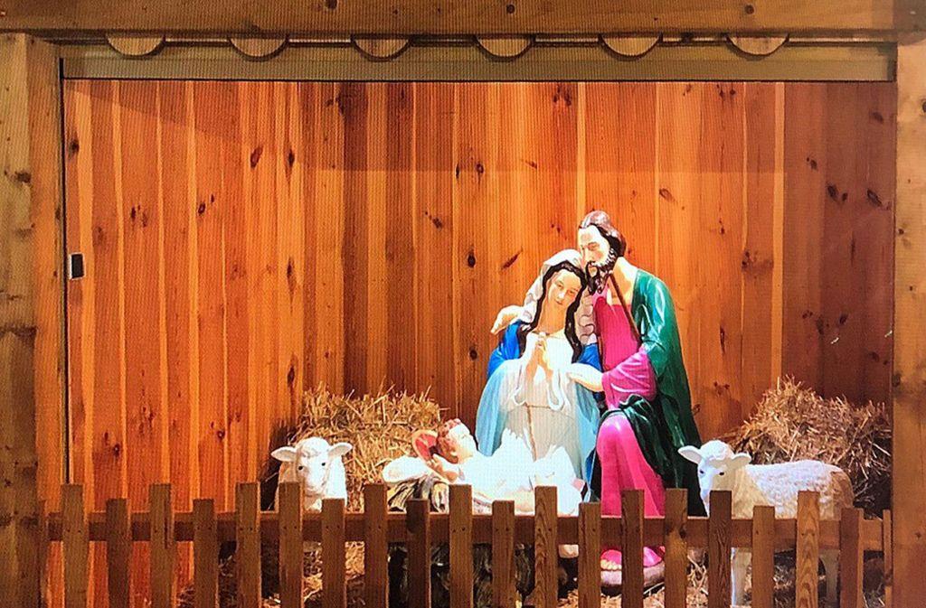 Die Christusfamilie hatte nach Angaben der Polizei in einer Holzhütte hinter geschlossenen Rollladen gestanden Foto: dpa/Polizei Heidenheim