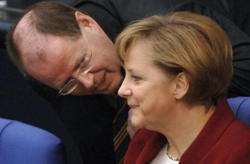 Kanzlerin Angela Merkel (CDU, rechts) und SPD-Kanzlerkandidat Peer Steinbrück  Foto: dpa