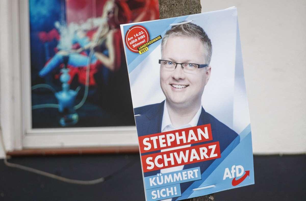 """Der Angriff auf den AfD-Kandidaten Stephan Schwarz ist Anlass der Kundgebung  unter dem Motto """"Gewaltfreiheit im Diskurs"""". Foto: Gottfried Stoppel"""