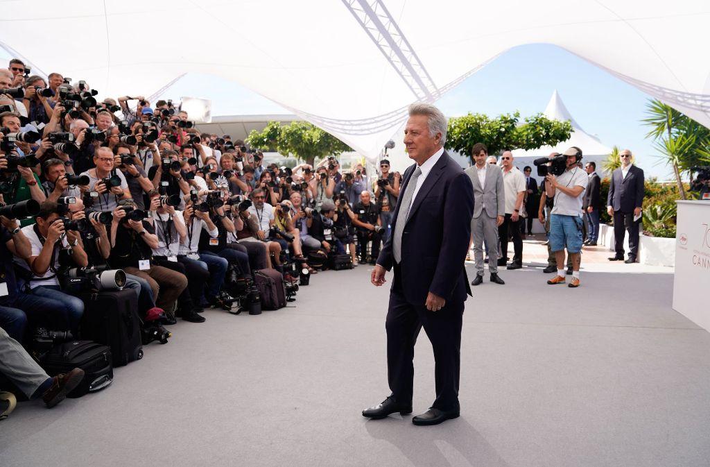 Dustin Hoffman ist es gewohnt, im Mittelpunkt zu stehen wie hier beim Festival von Cannes. Aber nun steht auch er im harten Licht von ernsten Vorwürfen da. Foto: AFP