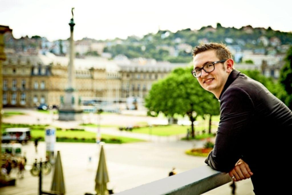 In Stuttgart zu Hause: der junge Priester Simon Hof. Foto: Lichtgut/Leif Piechowski