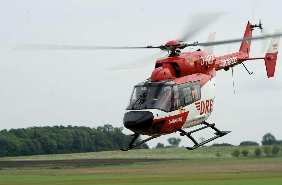 Ein Rettungshubschrauber brachte die Frau in eine Klinik. (Symbolbild) Foto: ZB/Peter Endig