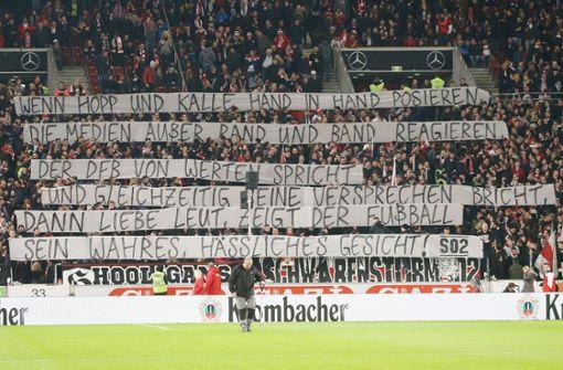 Spruchbänder im Block – VfB-Fans kritisieren DFB