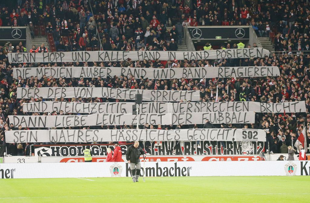Die Fans des VfB Stuttgart wehren sich gegen Kollektivstrafen des DFB. Foto: Pressefoto Baumann/Hansjürgen Britsch