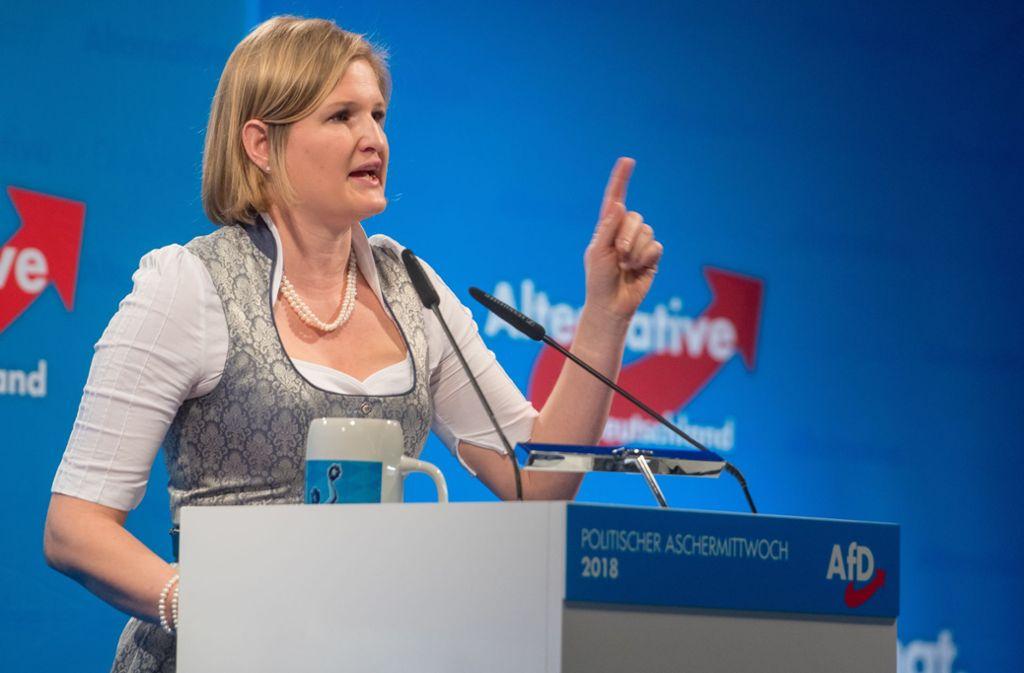 Katrin Ebner-Steiner, Fraktionsvorsitzende der bayerischen AfD, beim politischen Aschermittwoch ihrer Partei Foto: dpa/Armin Weigel