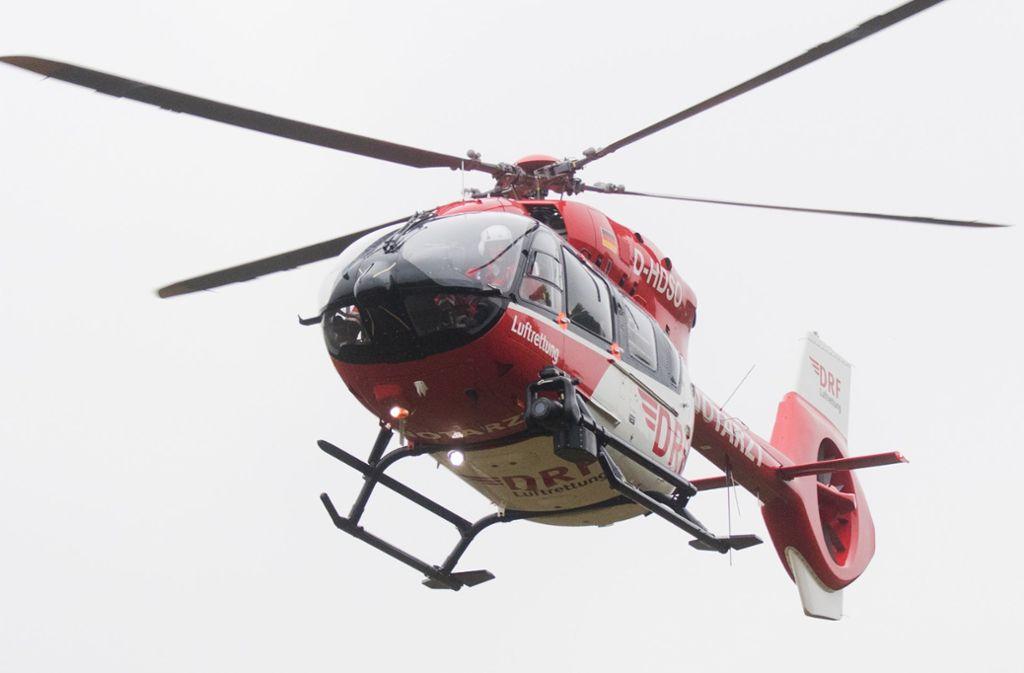 Ein Rettungshubschrauber brachte den jungen Mann in eine Klinik (Symbolbild). Foto: dpa
