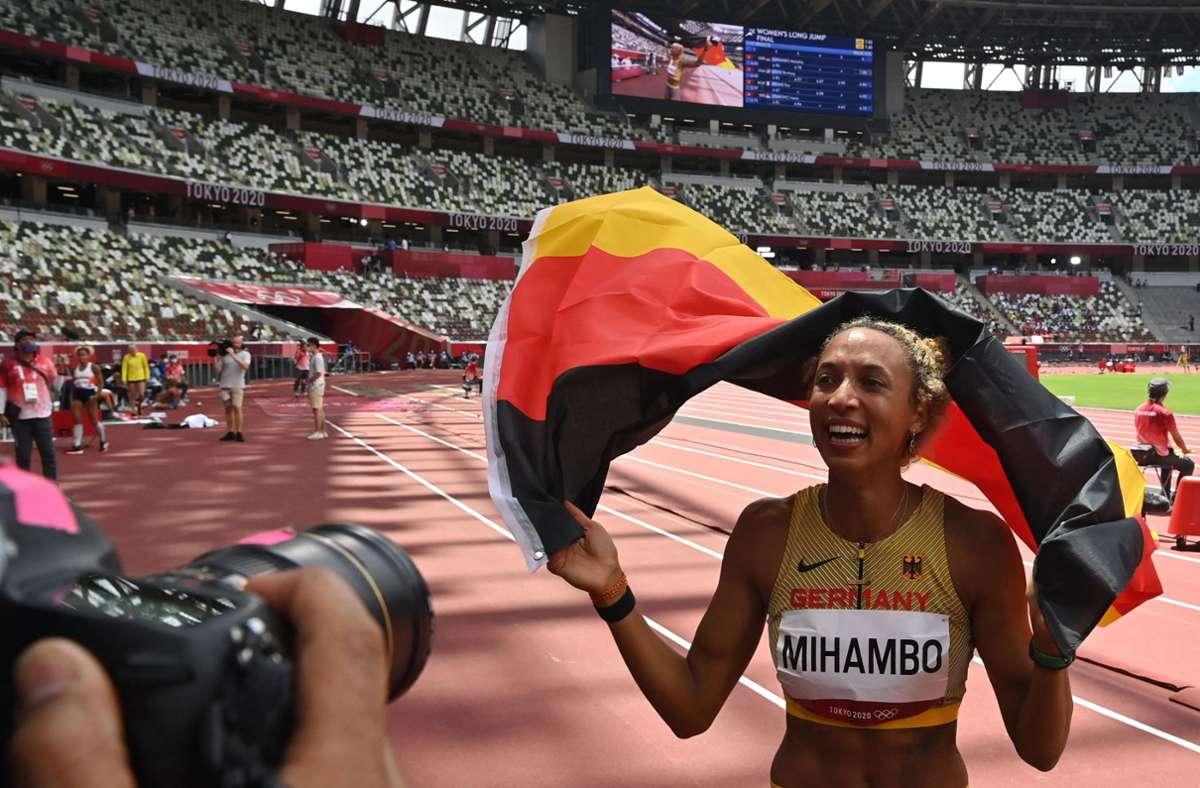 Malaika Mihambo hat als erste Deutsche seit 21 Jahren Olympia-Gold im Weitsprung gewonnen. Foto: AFP/ANDREJ ISAKOVIC