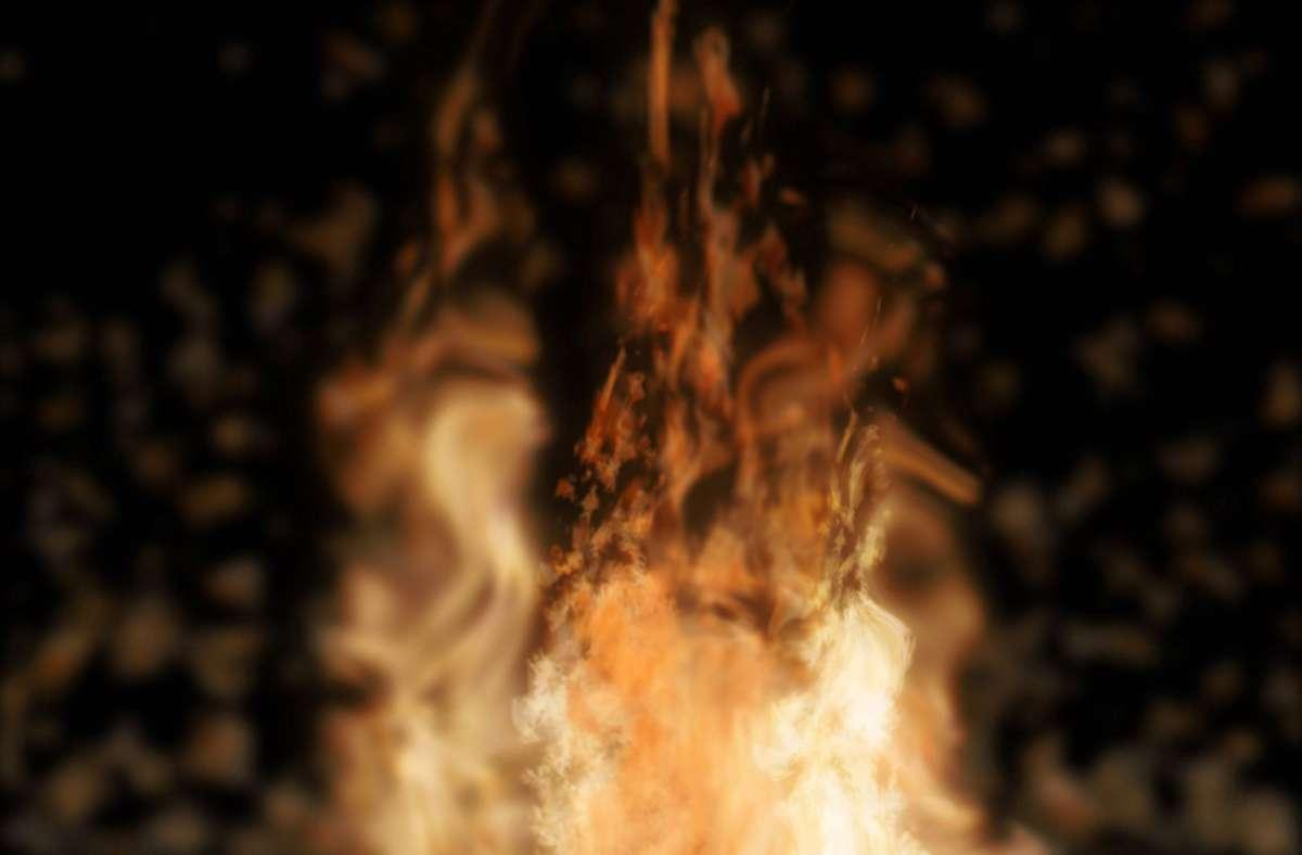 Die Flammen schlugen dem 13-Jährigen ins Gesicht. (Symbolbild) Foto: imago images/Imaginechina-Tuchong/ via www.imago-images.de