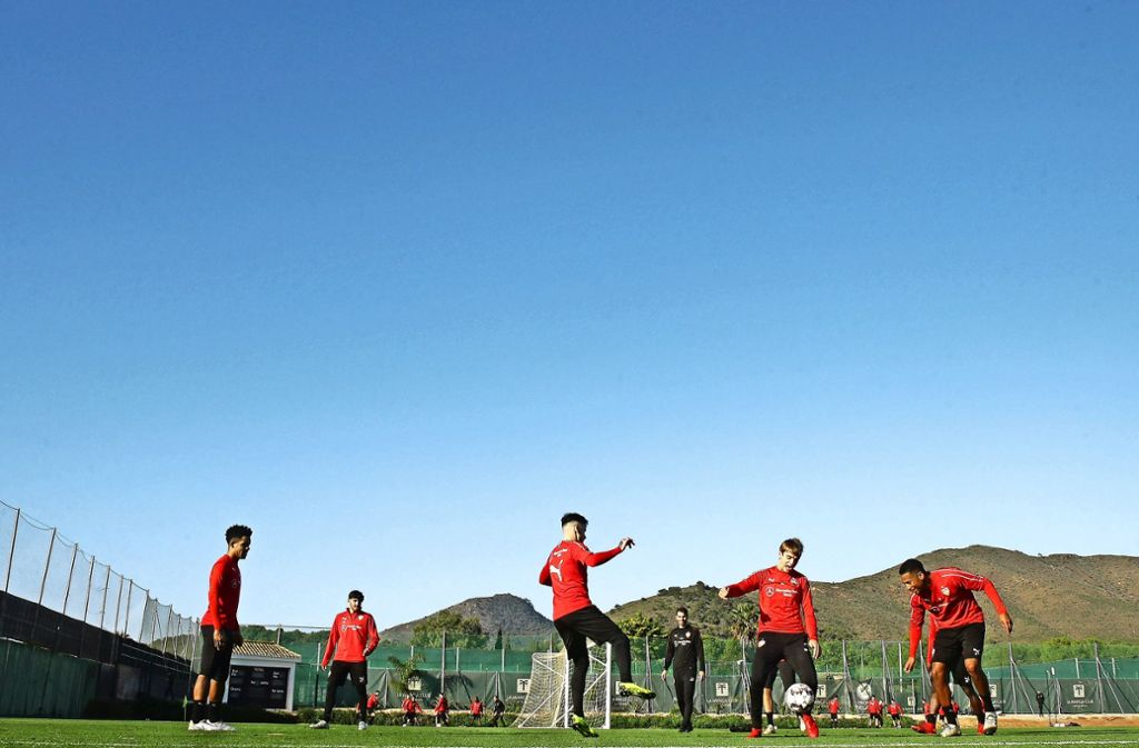 VfB-Trainingsalltag in La Manga. Wer will zum Tabellen-16.? Foto: Baumann