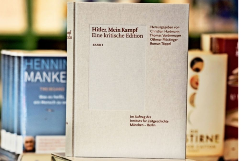 """Jetzt auf dem Buchmarkt, von Wissenschaftlern kritisch kommentiert: """"Mein Kampf"""" Foto: dpa"""