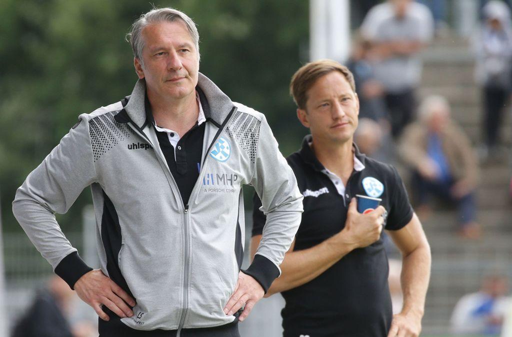 Durchleben derzeit eine schwierige Phase bei den Stuttgarter Kickers: Der Sportliche Leiter Lutz Siebrecht (li.) und Trainer Ramon Gehrmann. Foto: Baumann
