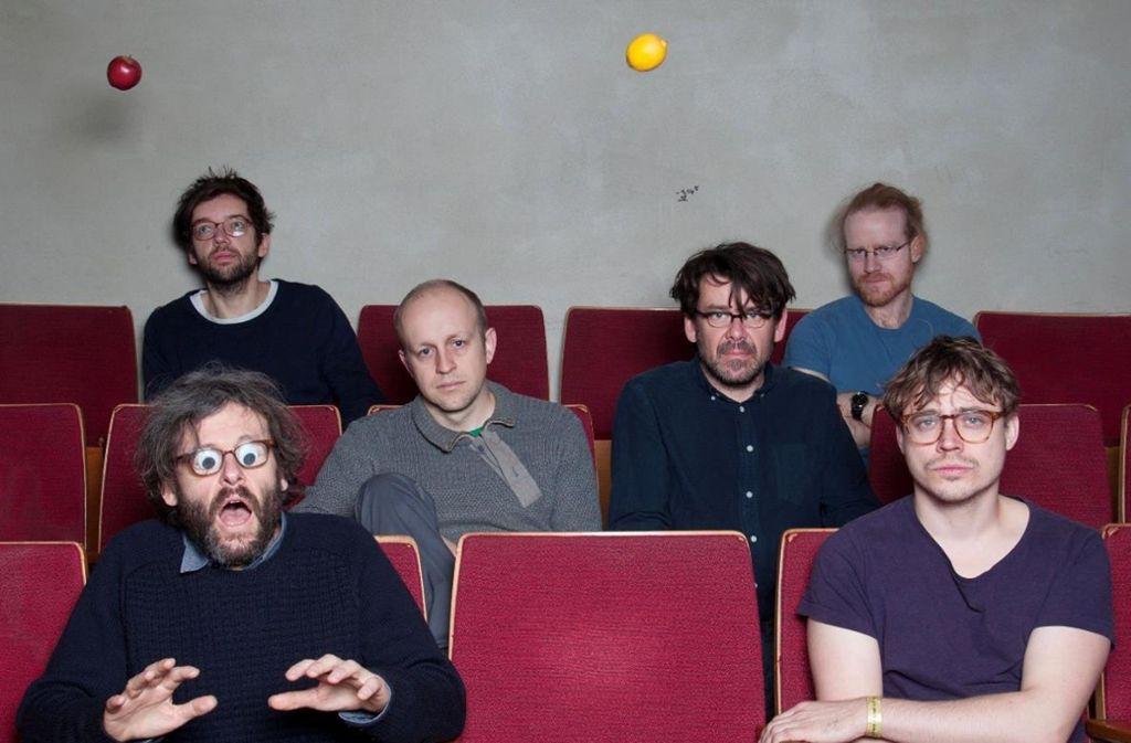Man traut seinen Augen kaum: Die Band Notwist in ihrer Sechs-Mann-Livebesetzung Foto: Veranstalter
