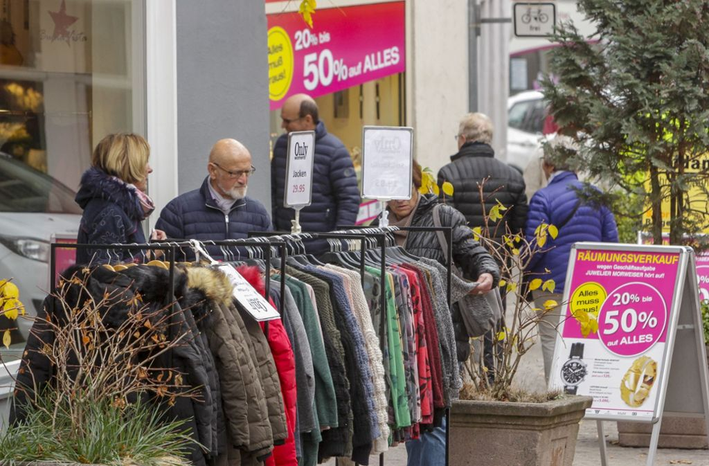 Ein Sonntagsbummel in der Altstadt: Das lassen sich viele nicht entgehen. Foto: factum/Bach
