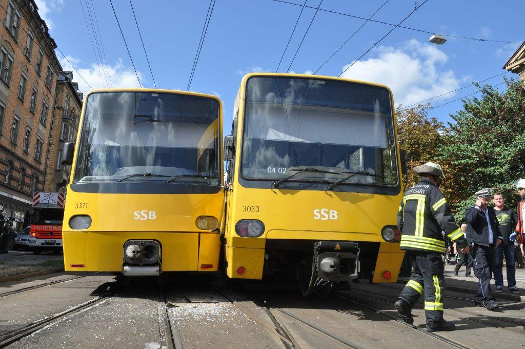 Eine der beiden in einen Unfall in Stuttgart-Ost verwickelten Stadtbahnen bereitete am Dienstag später in Stuttgart-Süd erneut Schwierigkeiten. Foto: Andreas Rosar Fotoagentur-Stuttgart