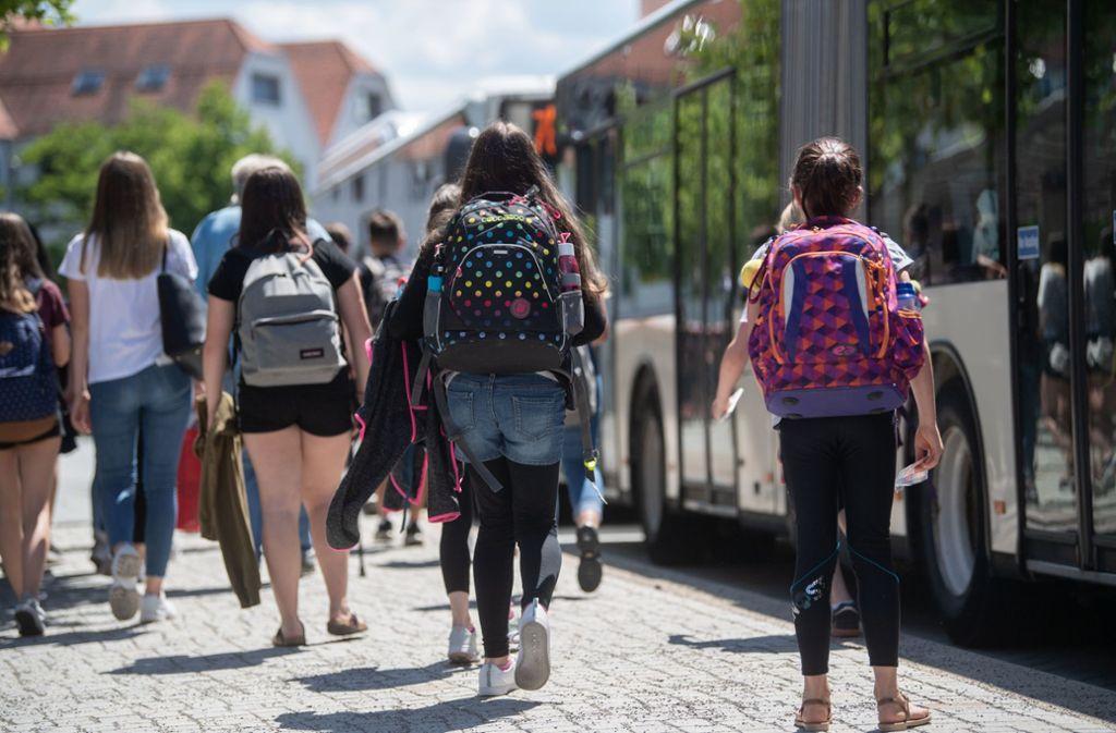 Nur 17 Prozent der Grundschüler nehmen den Bus zur Schule. Foto: dpa/Marijan Murat