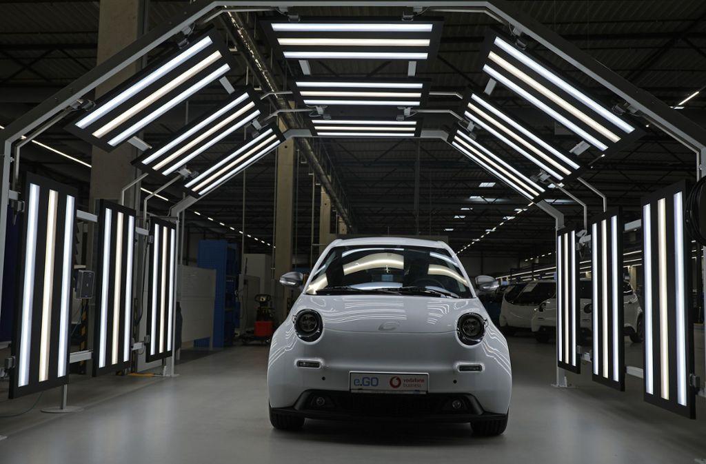 Das Topthema beim Autogipfel im Kanzleramt sind die Elektrofahrzeuge – hier ein Pkw des Aachener Herstellers e.Go bei der  Endabnahme. Foto: dpa