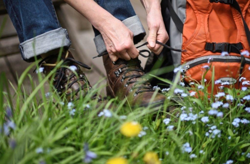 Eine Frau hat am Donnerstag bei einer Wanderung am Albtrauf wohl den Halt verloren und ist einen Steilhang hinabgestürzt. Sie wurde lebensgefährlich verletzt. (Symbolfoto) Foto: dpa