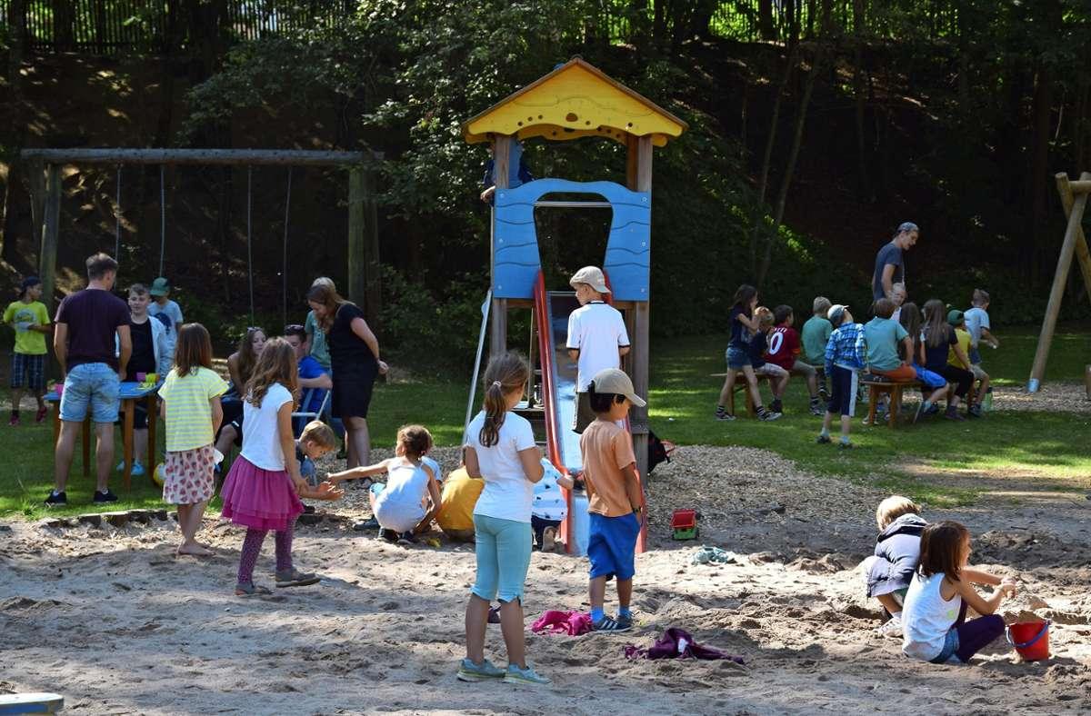 Das Waldheim (hier ein Foto von den Waldheimferien im Sommer 2016) ist ein beliebter Spiel- und Erholungsort Foto: Alexandra Kratz