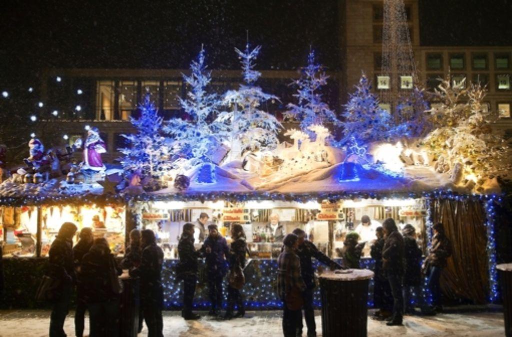Schöner Lichterschein ist ein Markenzeichen des Weihnachtsmarkts. Foto: Achim  Zweygarth