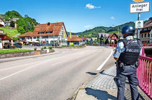 Polizei fahndet nach Räuber von vier Dienstwaffen