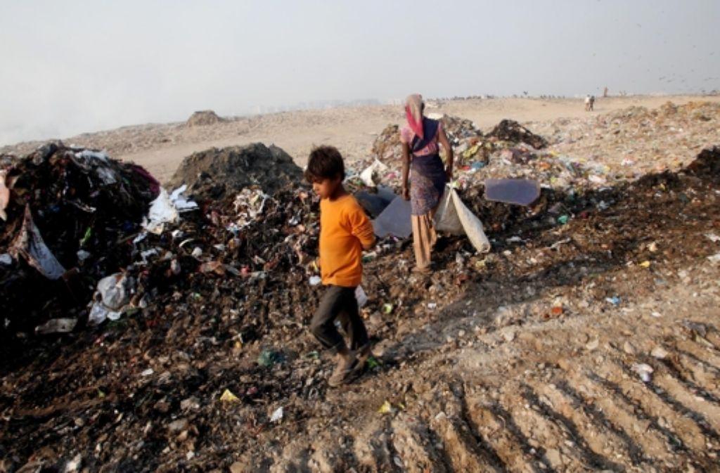 Der elfjährige Sahin ernährt seine Familie von den Fundstücken im Müll. Foto: Link