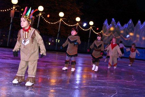 Schlossplatz: Indianer und Matrosen begeben sich auf dünnes Eis