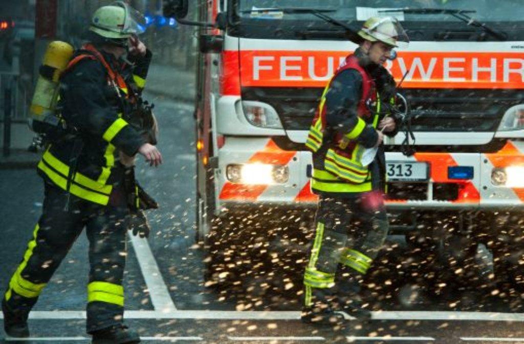 Vermutlich aufgrund eines technischen Defektes kommt es am Montagmorgen in Stuttgart-Zuffenhausen zu einem Wohnungsbrand, bei dem eine Frau ihr Leben verliert. Foto: dpa / Symbolbild