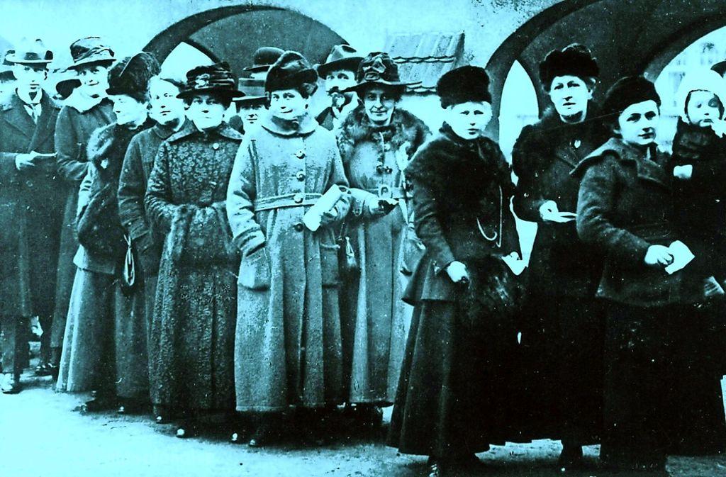 Bei der ersten deutschen Wahl mit Frauenbeteiligung am 19. Januar 1919 gaben mehr als 80 Prozent der wahlberechtigten Frauen ihre Stimme ab. Foto: dpa
