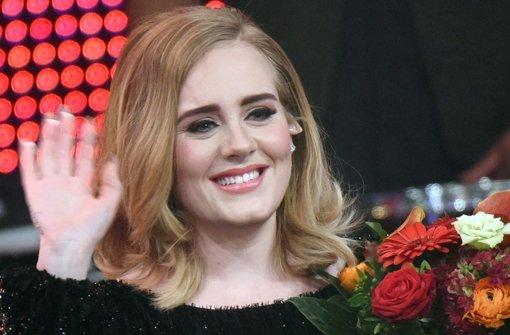 Adele geht rappend im Auto ab
