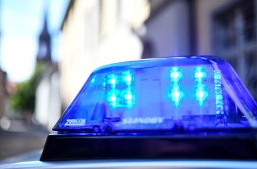 Mann mit Waffe: Polizei sperrt Areal ab