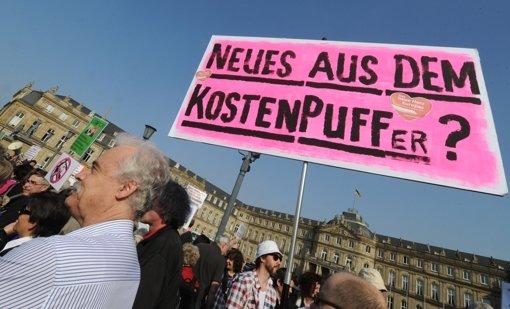 Vor dem neuen Schloss hat es Proteste gegeben. Foto: dpa