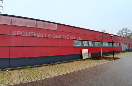 Risse  in der Obertürkheimer Ballsporthalle