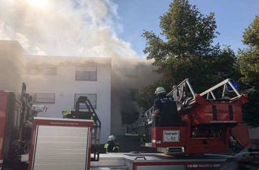 15-Jährige und zwei Feuerwehrleute verletzt