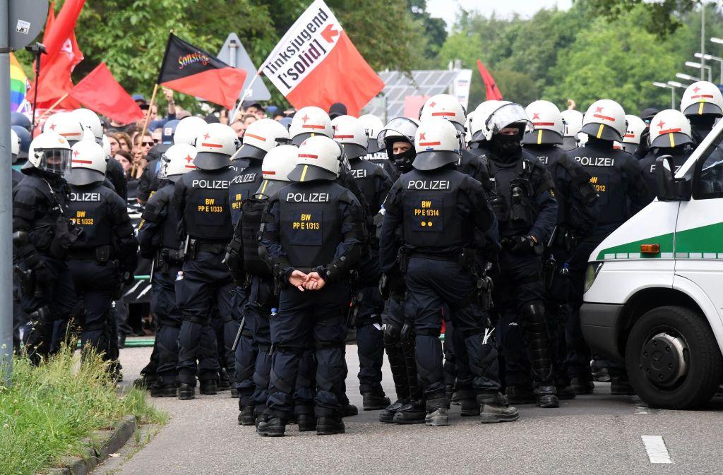 Die Polizei ist in Karlsruhe mit einem Großaufgebaut im Einsatz gewesen. Foto: dpa