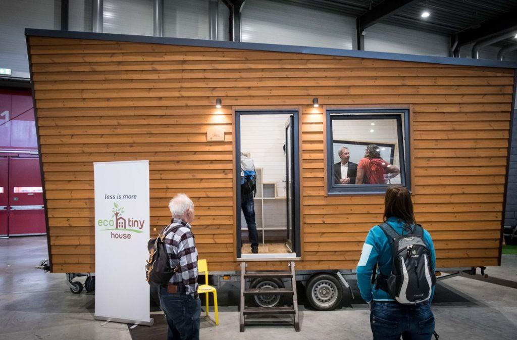 Tiny und schick: ein Minihaus auf der Reisemesse CMT Foto: Lichtgut/Achim Zweygarth