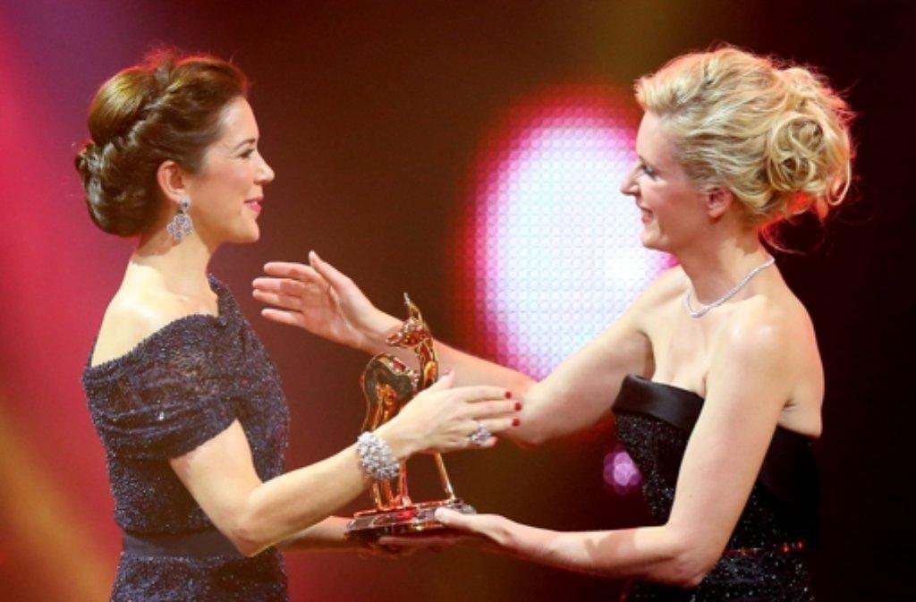 Bambi-Verleihung an eine Kronprinzessin: Mary von Dänemark (links) und Maria Furtwängler Foto: dpa