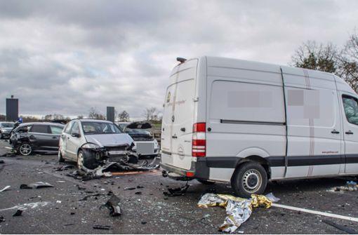 A81 blieb nach Horror-Crash stundenlang blockiert