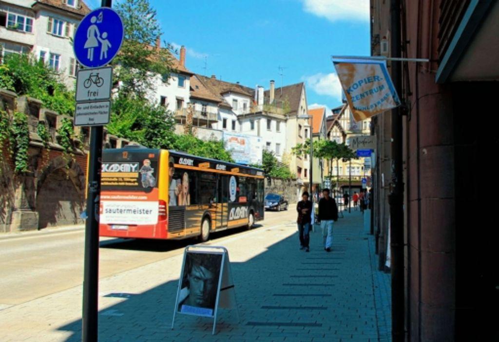 In der Tübinger Mühlstraße verkehrten gestern weniger Busse als sonst. Foto: dpa