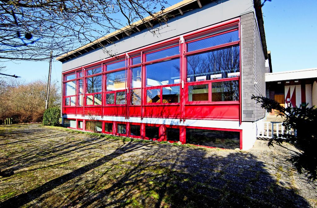 Seit der Kindergarten vor sechs Jahren ausgezogen ist, steht das katholische Gemeindehaus in Wangen leer. Nun wird es abgerissen. Foto: Christian Hass/Archiv