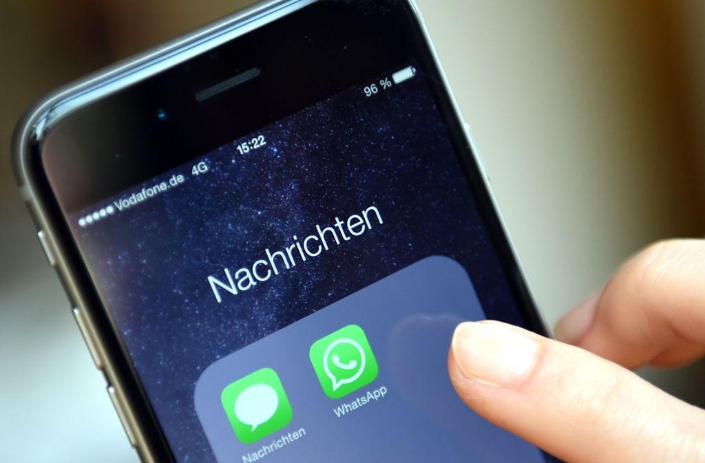 Die Betrüger verlangen bis zu 400 Euro für die Mitgliedschaft bei Whatsapp. Foto: dpa-Zentralbild