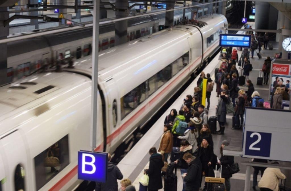 """Einem """"Spiegel""""-Bericht zufolge ist der Hauptbahnhof in Berlin ein mögliches Ziel von Islamisten. Foto: dpa"""