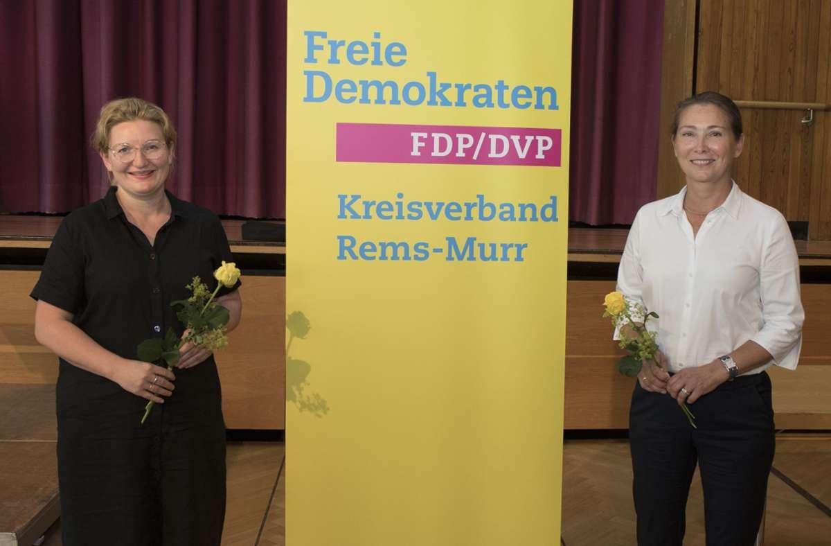 Nicole Kim Steiger (links) und Julia Goll sind von der FDP im Wahlkreis Waiblingen für die  Landtagswahlen 2021 nominiert worden. Foto: Joachim Kiessling | mediapress.de