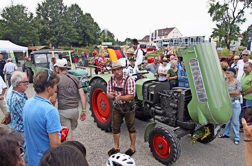Traktoren-Oldtimer begeistern Besucher beim Schwabengarten