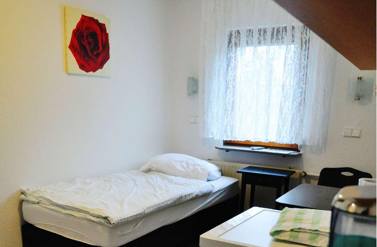 Ein Zimmer im Hotel Weimar: vorbildlich, aber nicht für Familien geeignet. Foto:/ Claudia Leihenseder
