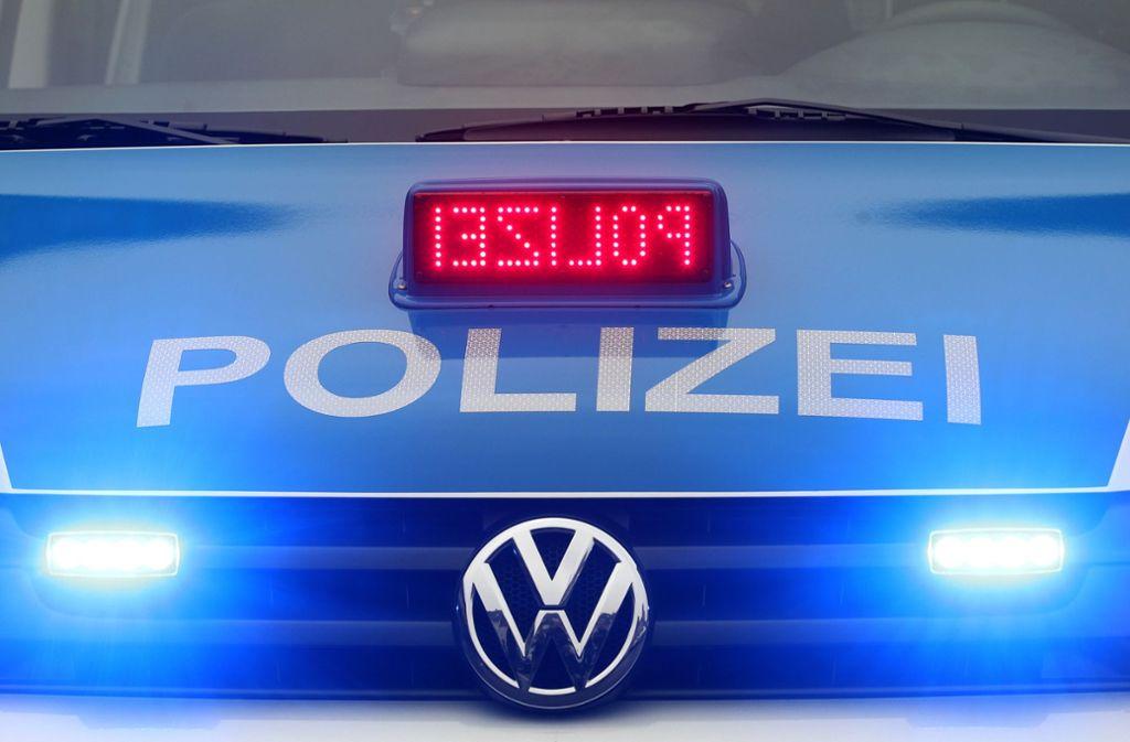 Zufällig ist eine Polizeistreife vorbeigekommen. Foto: dpa/Roland Weihrauch