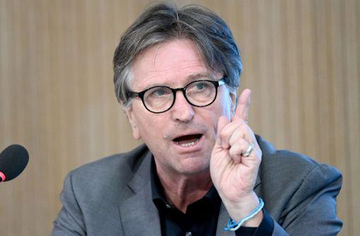 Manfred Lucha weist Kritik von Jens Spahn zurück