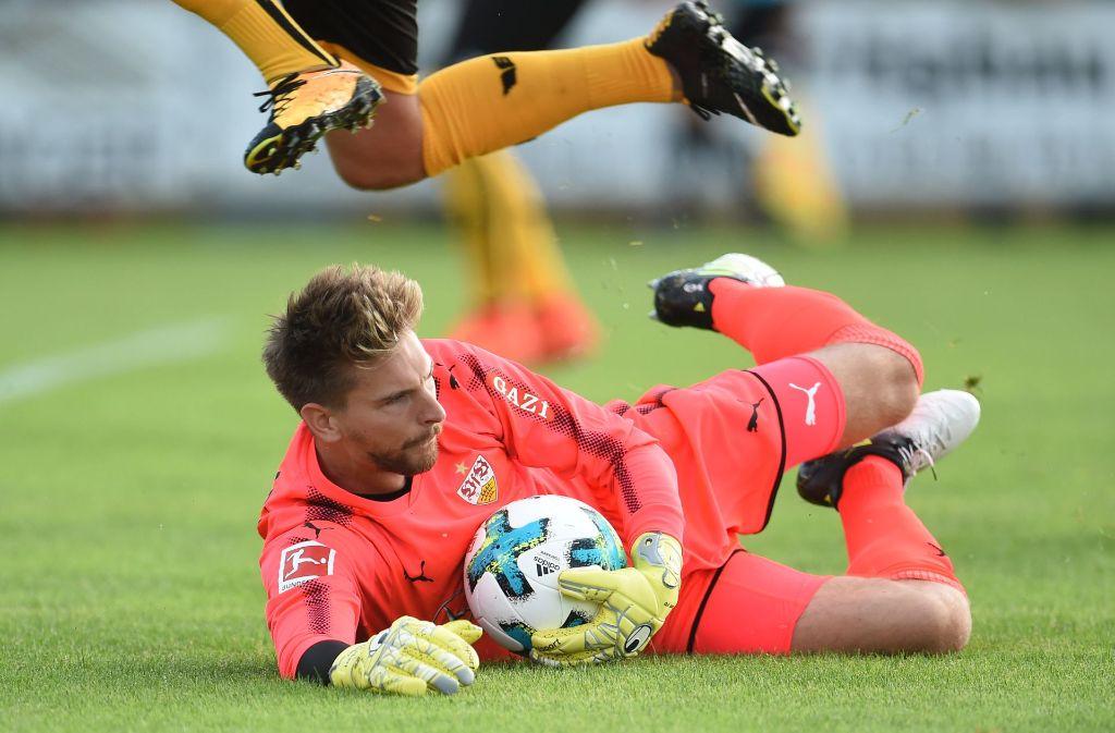 Für den VfB steht ein erster Härtetest an. Es geht gegen Dynamo Dresden. Zum ersten Mal im Tor: Ron-Robert Zieler. Foto: dpa
